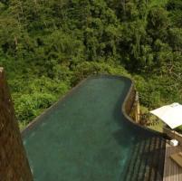 Sull'orlo dell'abisso: i 30 posti più strani dove poter nuotare