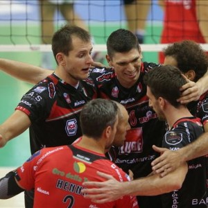 Volley, Superlega: in testa Modena e Ravenna, imbattute anche Trento e Macerata