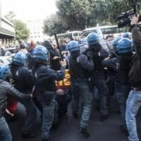 """Scontri, Camusso a Renzi: """"Abbassi i manganelli"""". Premier: """"Su vertenze confronto con i..."""