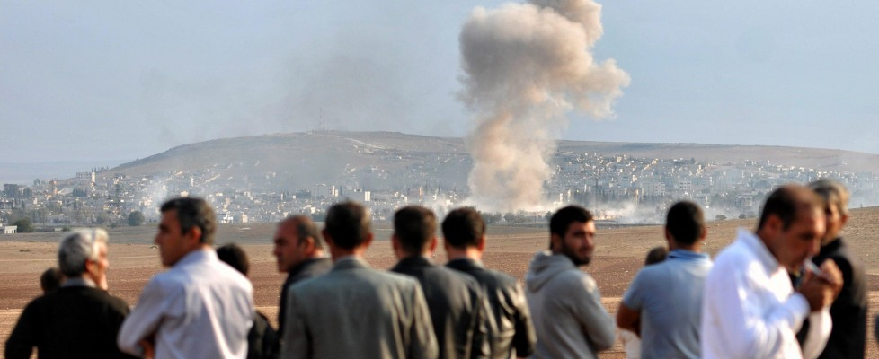 """Siria, strage in un campo profughi: """"Almeno 70 morti"""". Arrivano i peshmerga a Kobane"""