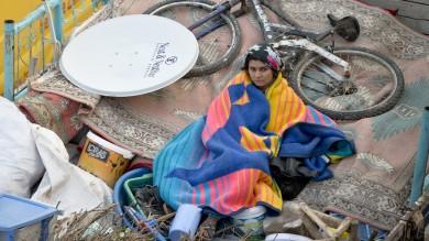 Siria, bombe sui profughi: decine di morti A Kobane entrano i peshmerga iracheni