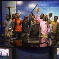 Burkina Faso, Compaorè dichiara lo stato d'emergenza. Ma i militari fraternizzano con i...
