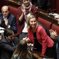 Mogherini lascia, l'applauso dalla Camera
