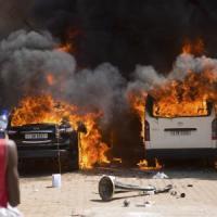 """Burkina Faso, è golpe. L'esercito: """"Coprifuoco e governo di transizione"""". Scontri, almeno..."""