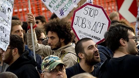 Disoccupazione su al 12,6%, scende quella giovanile