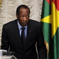 """Burkina Faso, Compaoré si arrende: """"Mi dimetto"""""""