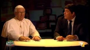 """Crozza-Bergoglio sgrida Renzi """"Matteo non posso fare tutto io"""""""