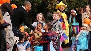 Dolcetto o scherzetto?  I bimbi con Barack e Michelle