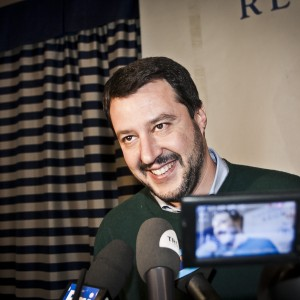 """""""Secessione addio, difendiamo i confini"""". La carica della Lega di Salvini l'identitario"""