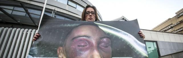 """Cucchi, sentenza d'appello: tutti assolti   video       la sorella in lacrime: """"Giustizia malata""""   foto"""