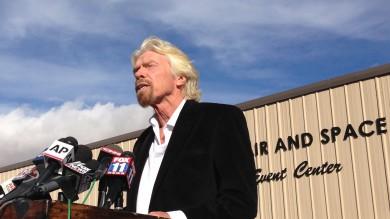 """Spazio, Branson non rinuncia al progetto """"Capiremo e andremo avanti""""   video  -  foto"""