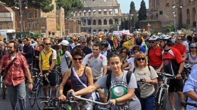 #Salvaiciclisti, l'Italia monta in sella per chiedere strade più sicure