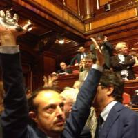 Sblocca Italia, la protesta dei 5 stelle al Senato
