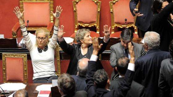 Senato, sì alla fiducia: lo Sblocca Italia è legge. Ma in aula scoppia la bagarre