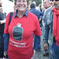 La maglietta di Camusso: ''Arrogance profumo di premier''