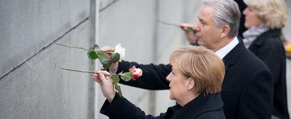 """Berlino, le celebrazioni per 25 anni da caduta Muro. Merkel: """"Sogno divenuto realtà"""""""