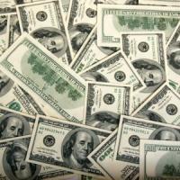 Esperti di mercato divisi sull'andamento del dollaro contro l'euro