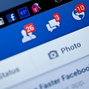 """Facebook, contro la """"febbre da like"""" l'esperimento che ha nascosto notifiche e """"Mi piace"""""""