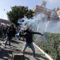 Sciopero sociale contro il Jobs Act: a migliaia nelle piazze tra uova, scontri e proteste