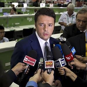 """Renzi: """"Europa, stop austerità. Serve la crescita"""". E sul dissesto del territorio attacca le Regioni"""