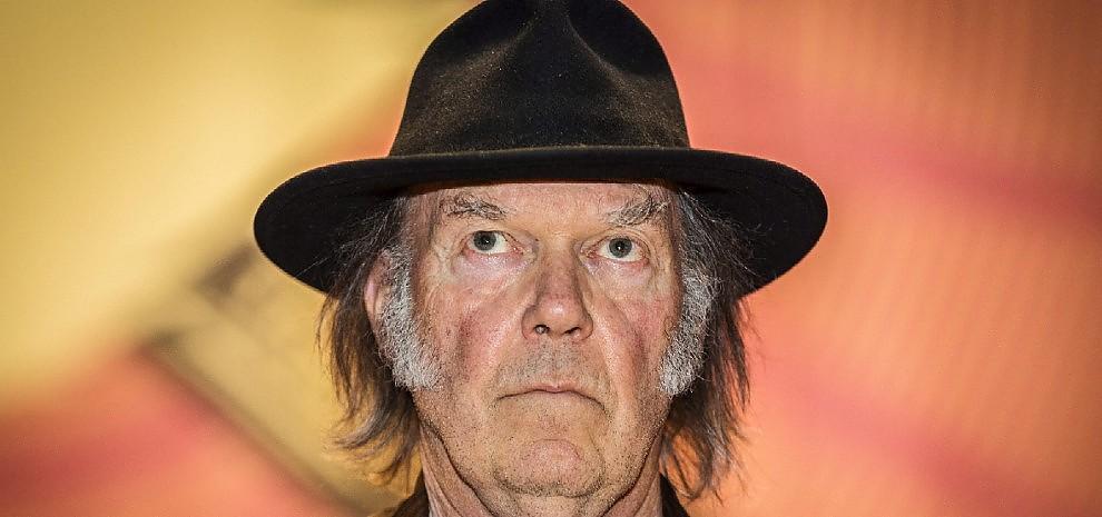 Neil Young, l'ultima battaglia etica è contro Starbucks
