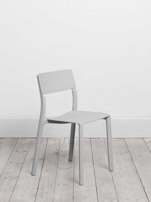 Ikea accomodatevi su janinge la sedia universale for Sedia design svedese
