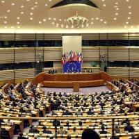Strasburgo, Grillo all'attacco: mozione di censura a Juncker. Firma anche Salvini