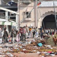 India, la battaglia tra polizia e i fedeli del guru Rampal