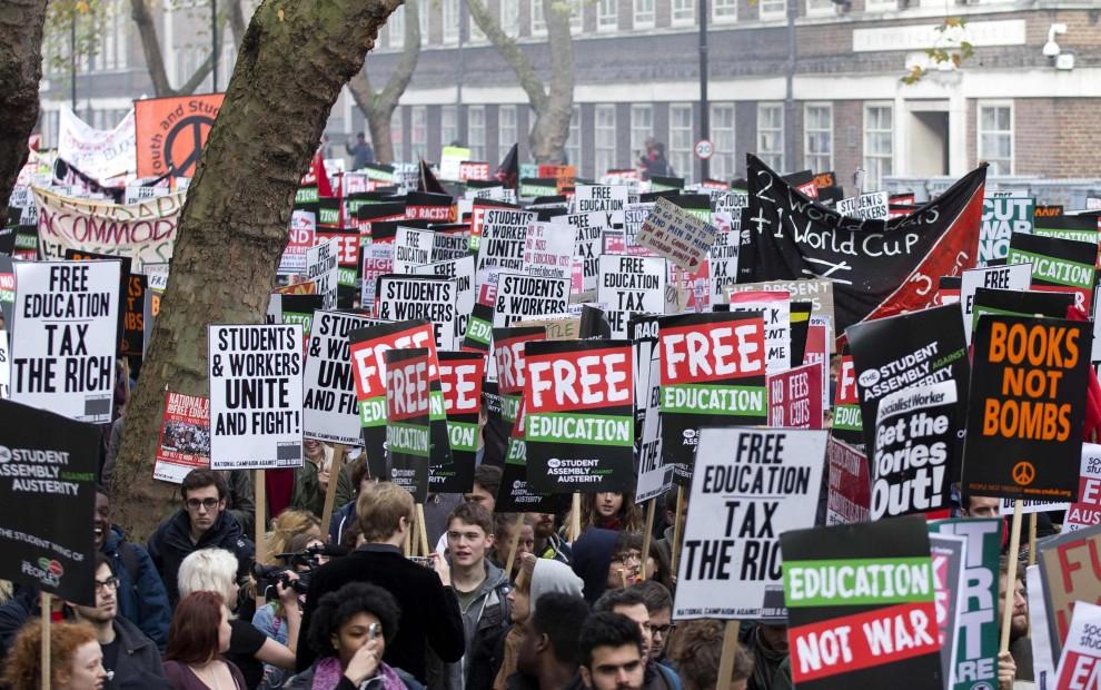 Londra, studenti in piazza contro l'aumento delle tasse universitarie
