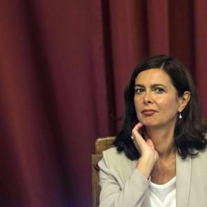 """Laura Boldrini: """"Lavoro e autonomia ribellarsi è giusto""""   di   ALIX VAN BUREN"""