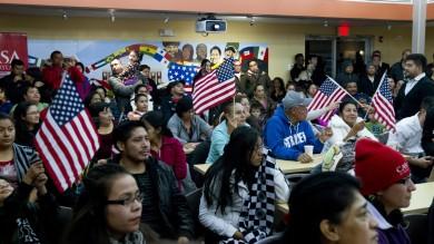 """Obama regolarizza 5 mln di 'clandestini'  """"Eravamo stranieri anche noi""""  -   video"""