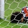 Il gol più doloroso va a sbattere sul palo