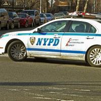 Usa: a New York poliziotto uccide