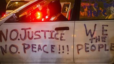 Usa, alta tensione a Ferguson: attesa decisione Gran giurì su omicidio Brown