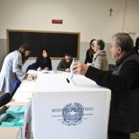Regionali, Emilia Romagna e Calabria al voto: primo test sull'affluenza che risulta in...