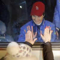 Samantha Cristoforetti saluta i parenti: direzione cosmodromo