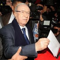 Presidenziali Tunisia, il laico Essebsi in testa secondo gli exit poll
