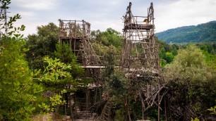 Spagna, un labirinto nella foresta: l'incredibile impresa di un pensionato