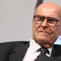 """Veronesi: """"Molti medici fanno già l'eutanasia in Italia"""""""