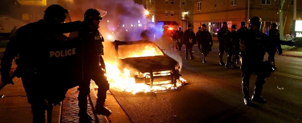 Ferguson, agente non incriminato. Tafferugli in strada. Polizia lancia lacrimogeni