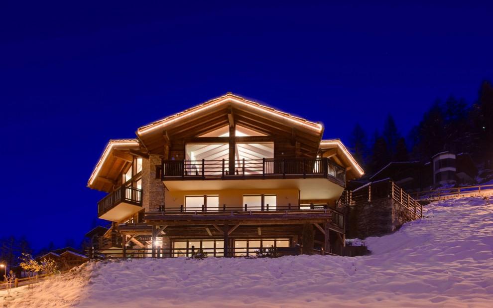 La bella vita sulla neve dieci chalet extralusso for Case in stile chalet con garage annesso