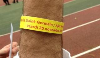 Psg-Ajax, caduta di stile: tifosi olandesi con il braccialetto giallo