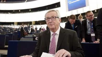 """Juncker presenta piano a Strasburgo """"Investimenti, Europa cambia pagina"""""""