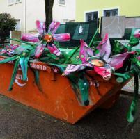 Lisbona: l'arte-spazzatura di Bordalo II colora la città