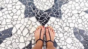 Un piede dopo l'altro così si fa largo il selfeet
