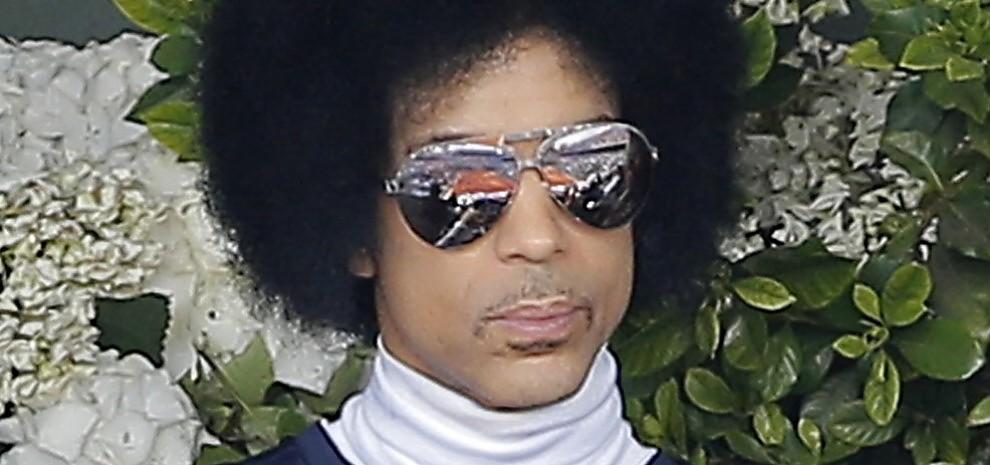 Non cercate più Prince in Rete, cancellati video e profili social