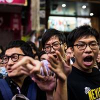 Hong Kong, arrestati leader della protesta. Ma anche i poliziotti che pestarono un...