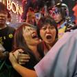 Hong Kong, arrestati i leader della protesta Ma anche i 6 agenti che pestarono un attivista   video