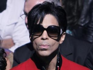 Prince si cancella dal web, chiusi i profili social