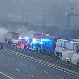 Camion dati alle fiamme sulla A1 Tentata rapina a portavalori poi la fuga in Lombardia -   foto